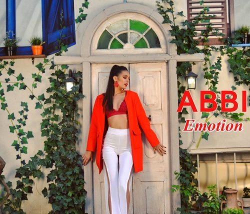 Piesa de sâmbătă: Abbi-